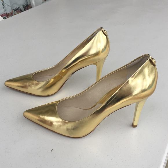 88350e96cc164 Michael Kors MK gold metallic heels. M 5aadaf6cf9e501f7972f8f34